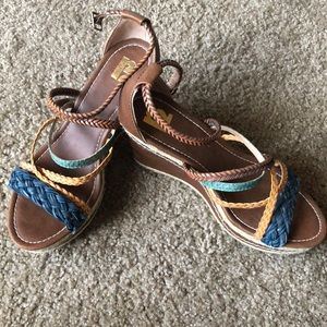 R2 multicolor wedge sandals